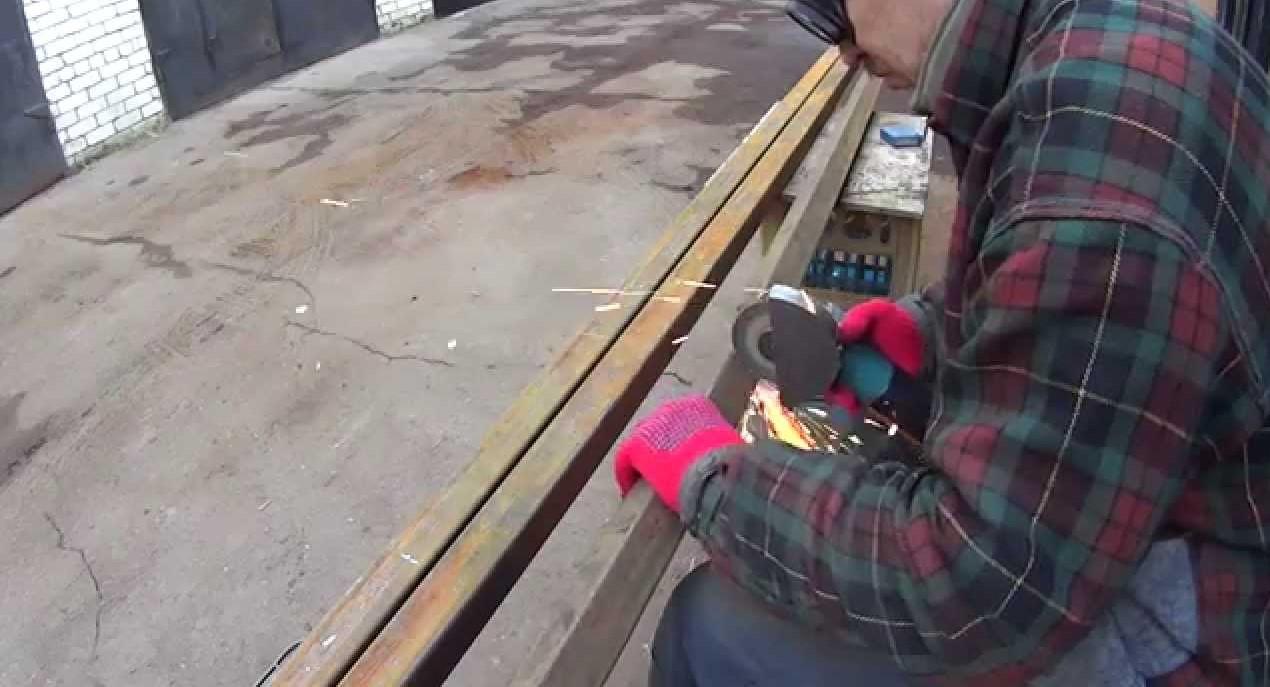 В Тверской области украли ворота мебельной фабрики