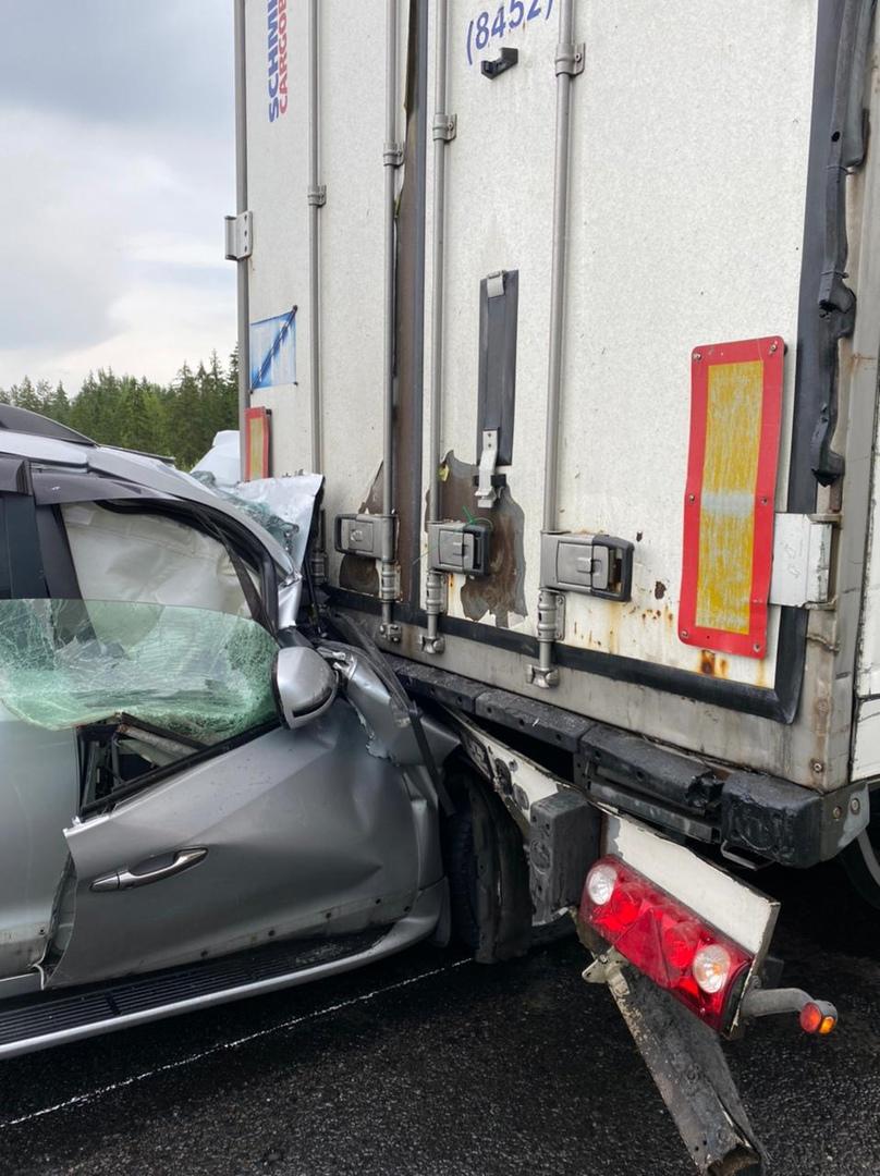 Уснувший водитель внедорожника протаранил большегруз на М-11 в Тверской области