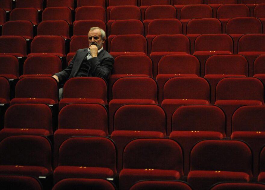 Тверитяне потеряли 58 тысяч, решив сходить в театр с незнакомками