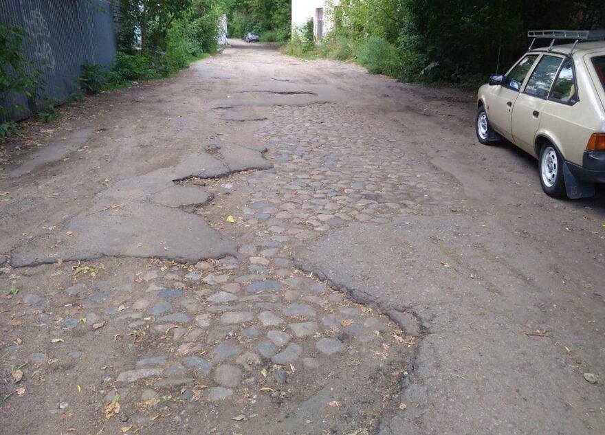 Житель Твери нашел на исчезнувшей улице старую мостовую