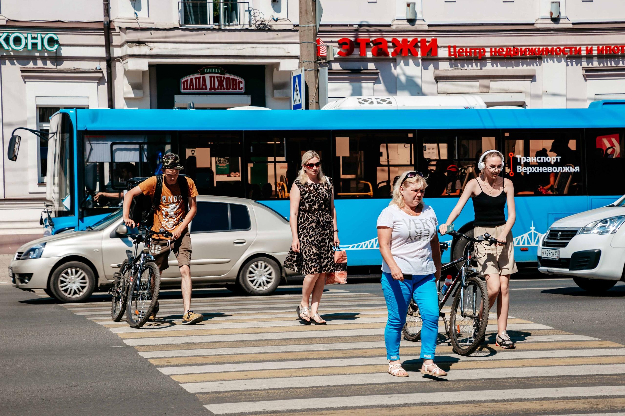 Жителей Тверской области предупредили о штрафах за езду на электросамокатах