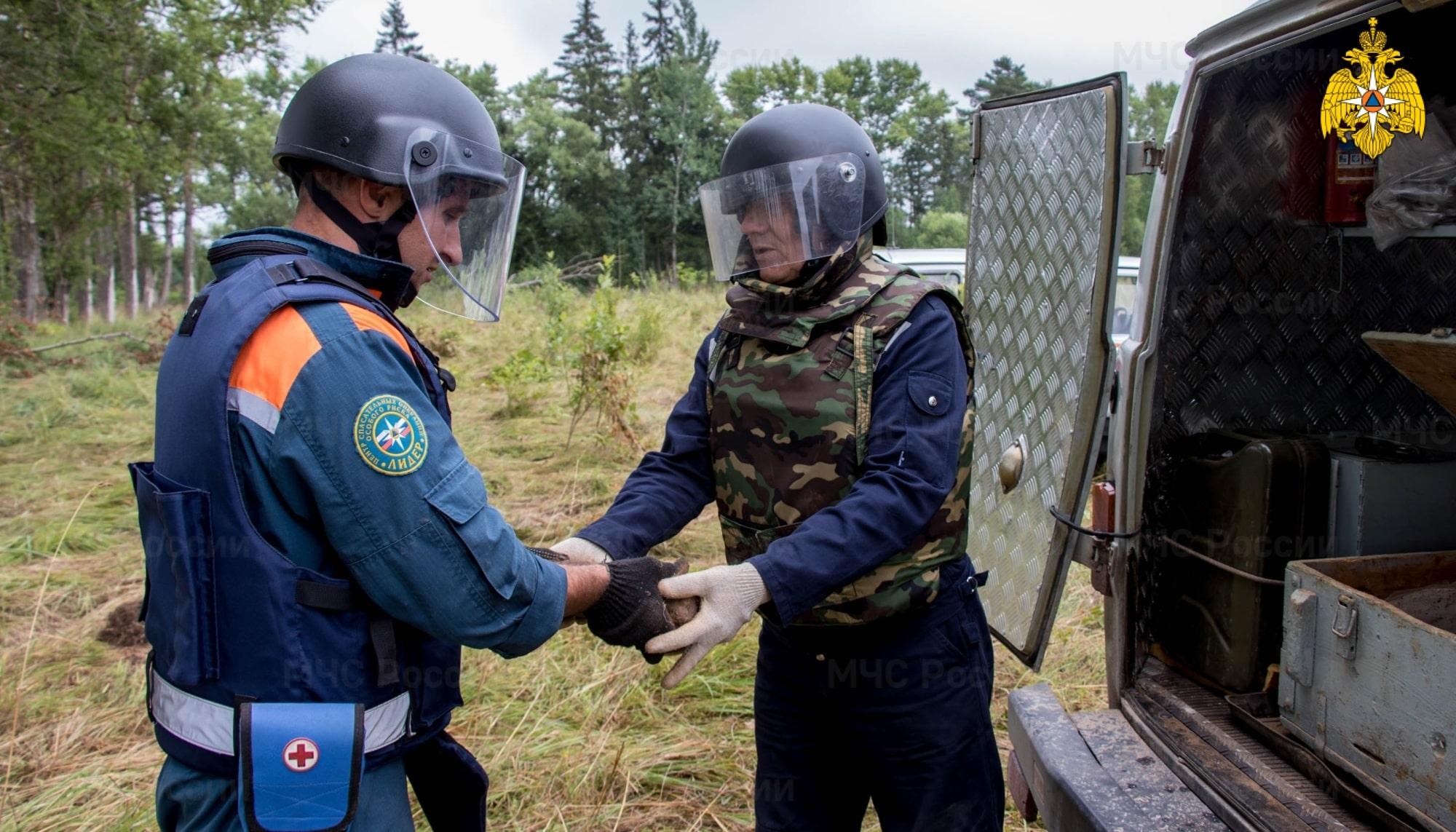 Больше 100 боеприпасов времён войны обезвредили пиротехники в Тверской области