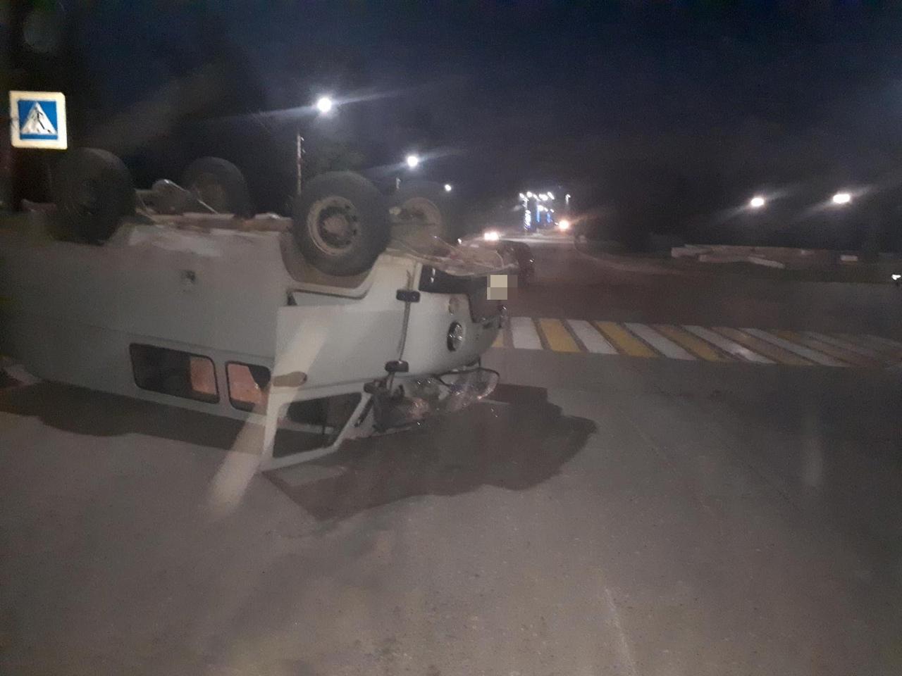 УАЗ опрокинулся после столкновения с иномаркой в Тверской области, есть пострадавшая