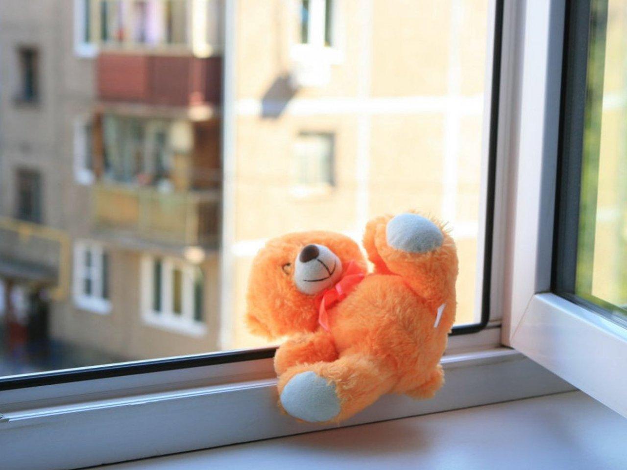 Маленький мальчик выпал из окна 3 этажа в Тверской области