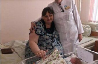 В Твери медики спасли маму девяти детей и новорожденную малышку