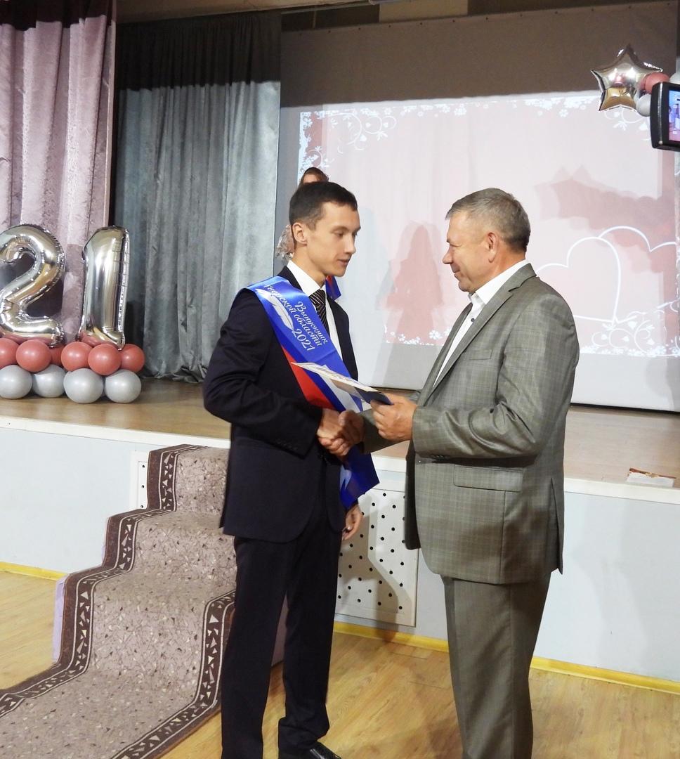 В Калязине для выпускников 11 класса наступил день прощания со школьными годами