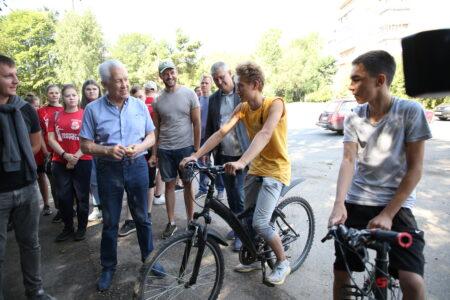 Владимир Васильев открыл в Твери первый семейный веломаршрут