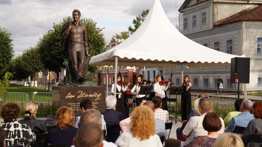 Набережная возле памятника Андрею Дементьеву в Твери станет местом проведения культурных встреч