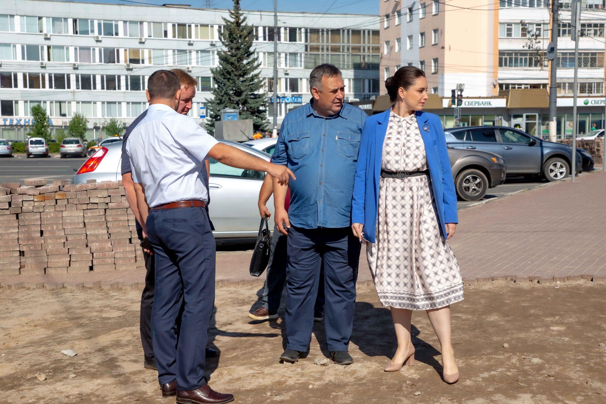 Среда становится доступней: Юлия Саранова проверила адресный ремонт проблемных тротуаров