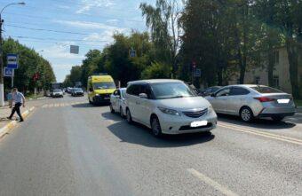 Пассажира такси госпитализировали в больницу после аварии в Твери