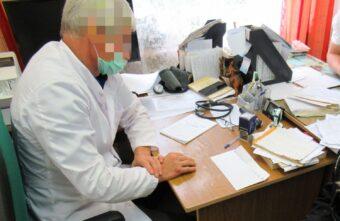 Врач и медсестра в Тверской области за деньги вносили ложные сведения о прививках