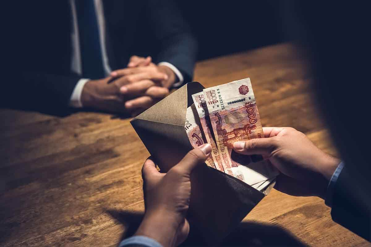 """В Тверской области арестовали мужчину, который хотел дать """"на лапу"""""""