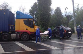Столкнувшись с грузовиком, в Твери пострадал 70-летний водитель