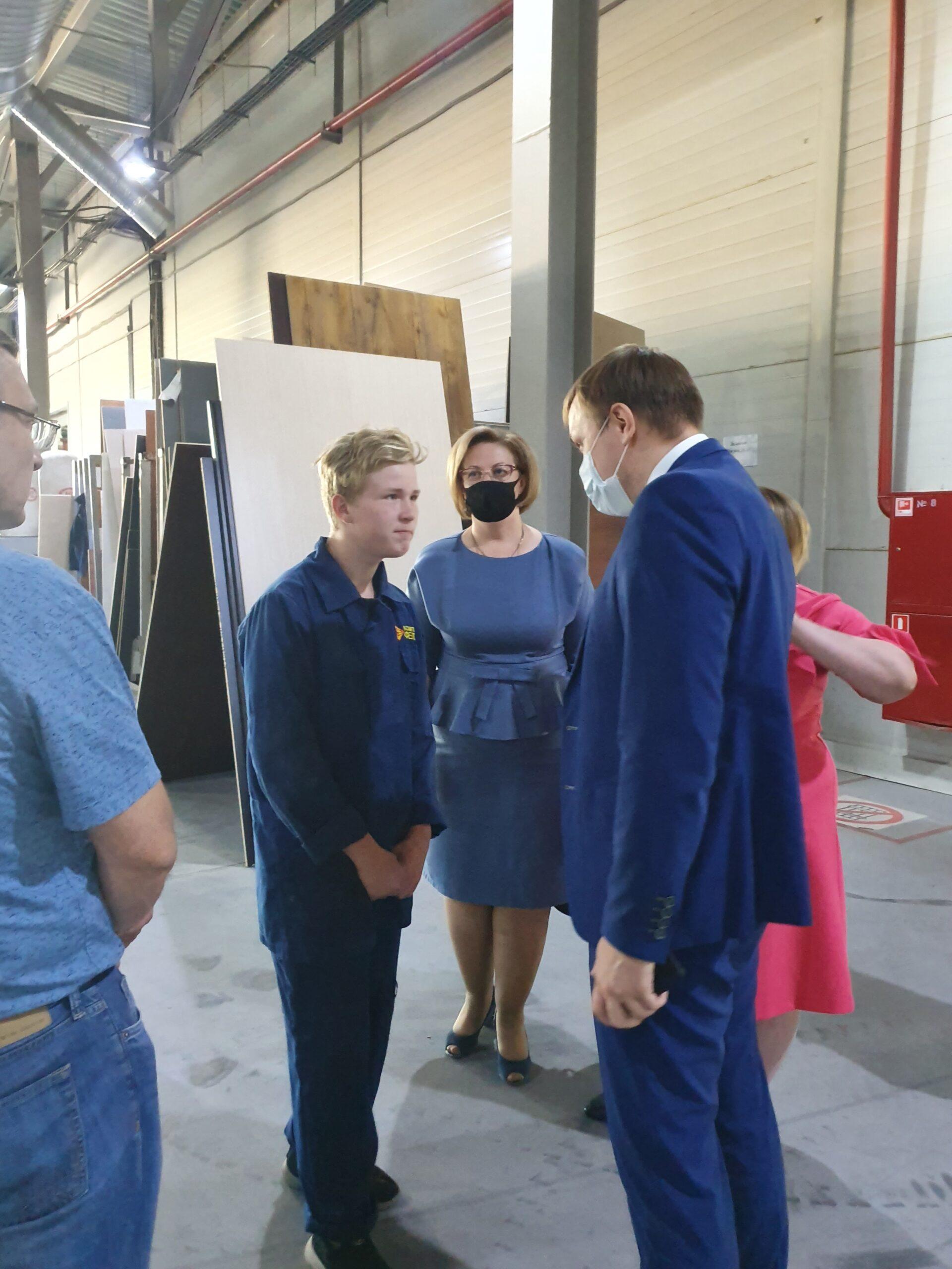 Экологический отряд и зверохозяйства: в Торопецком районе подростков устроили на работу