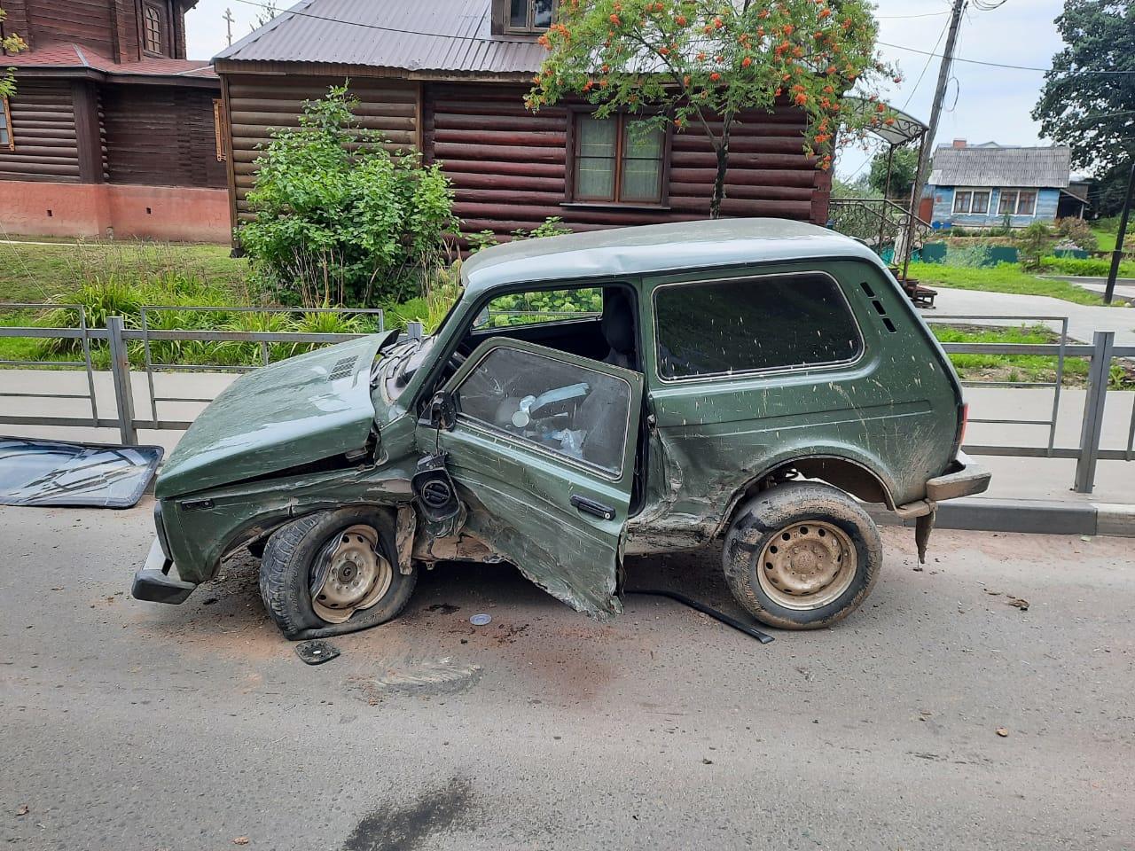 В Тверской области столкнулись два автомобиля: пострадал человек