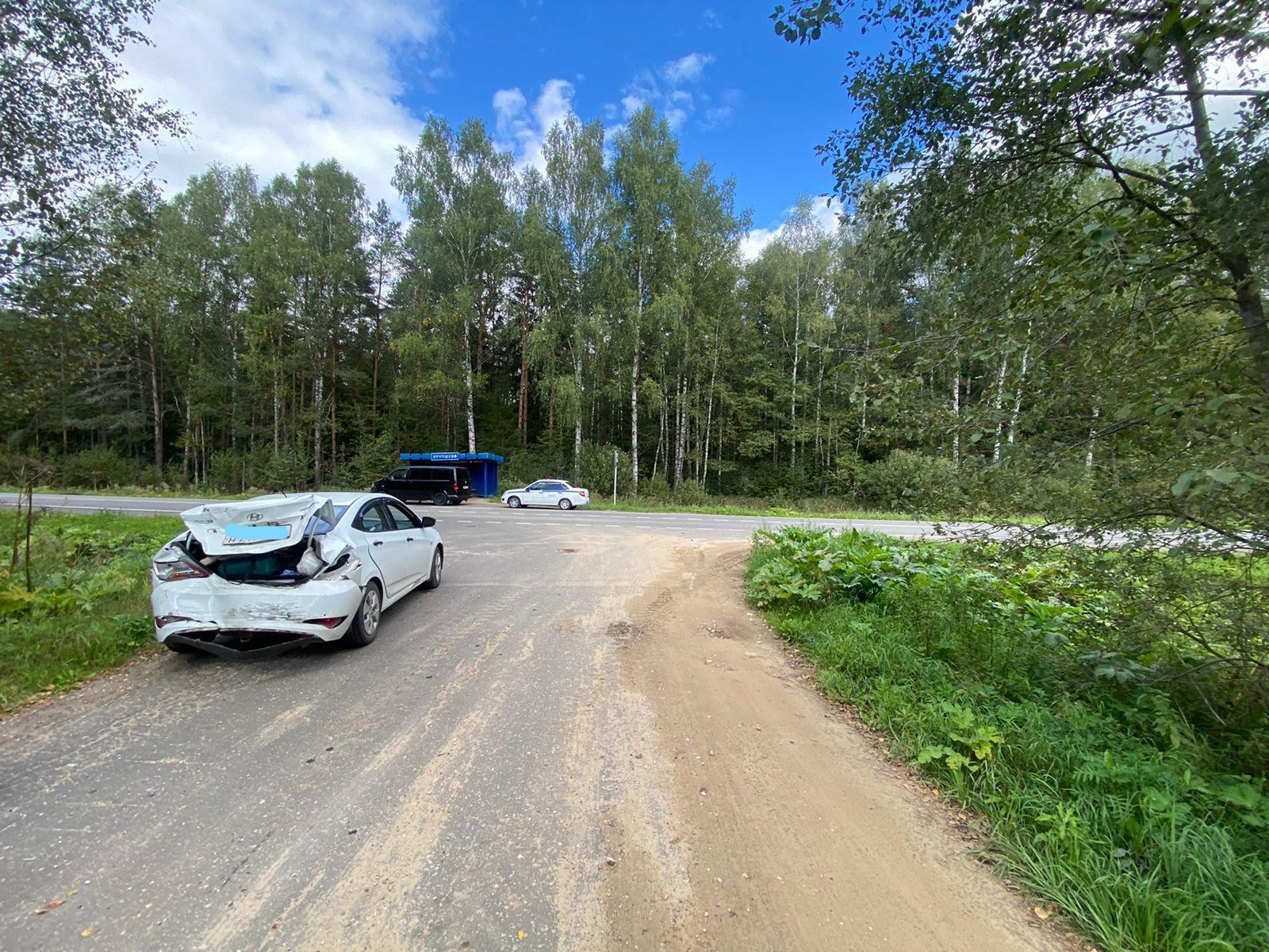 На дороге в Тверской области «Фольксваген» не успел обогнать «Хендай»
