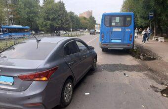 В аварии с автобусом в Твери пострадала 16-летняя девочка