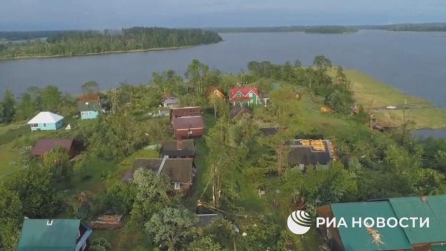 Ещё один смерч обрушился на деревню в Тверской области: видео