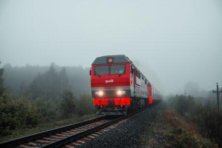 Тверские семьи могут ездить на поездах с большой скидкой