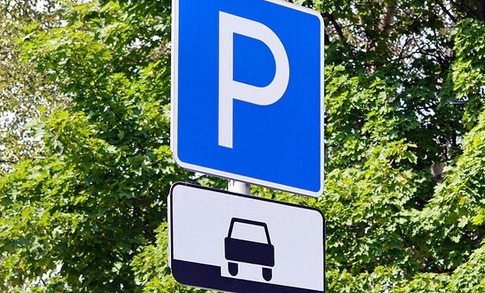 На территории Оленинской ЦРБ обустроили парковку
