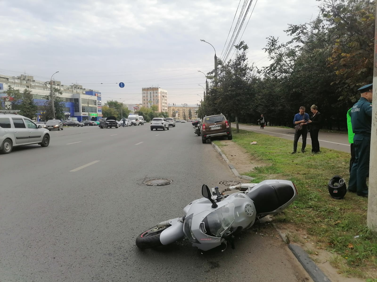 """В Твери автомобиль """"Рено"""" не уступил дорогу мотоциклу"""