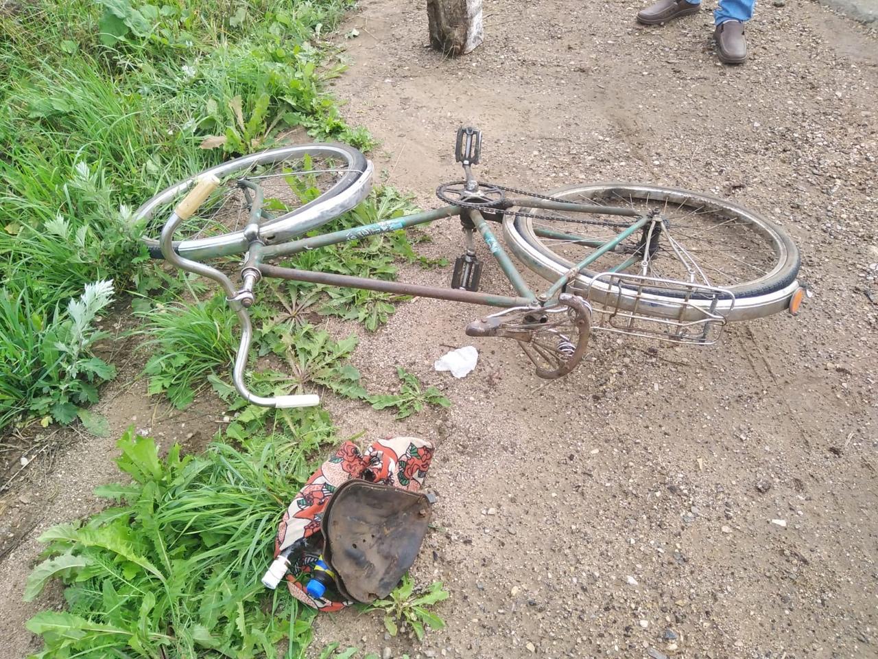 81-летний велосипедист вилял по дороге и попал в ДТП в Тверской области