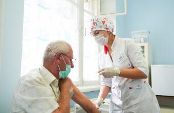 Стало известно, какие организации Тверской области лучше всех вакцинируются