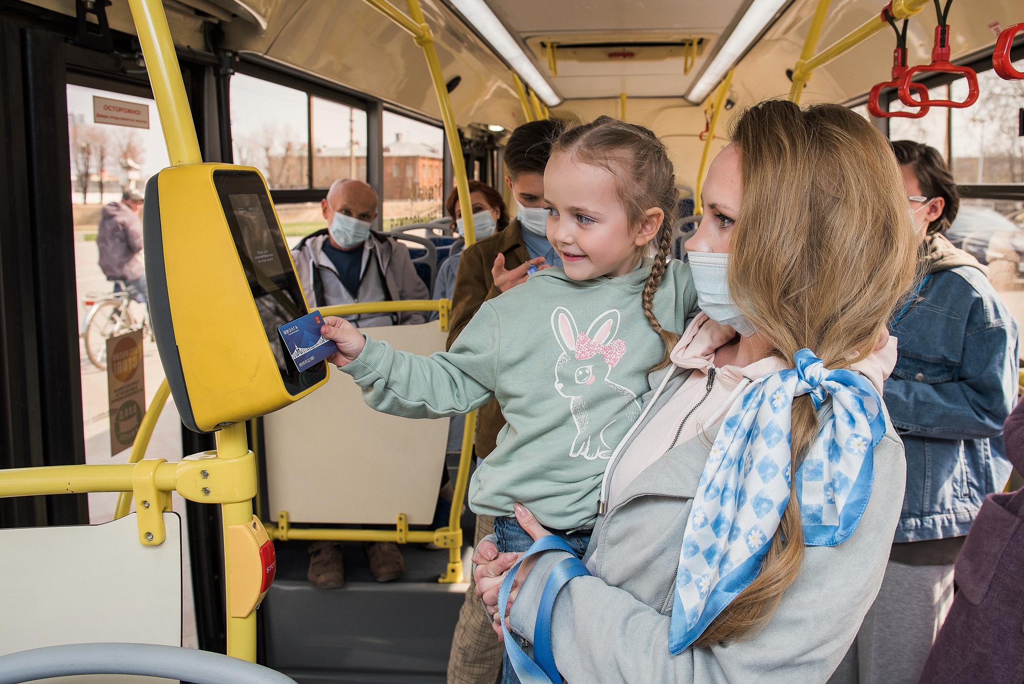 Пассажиры автобусов в Тверской области экономят на проезде