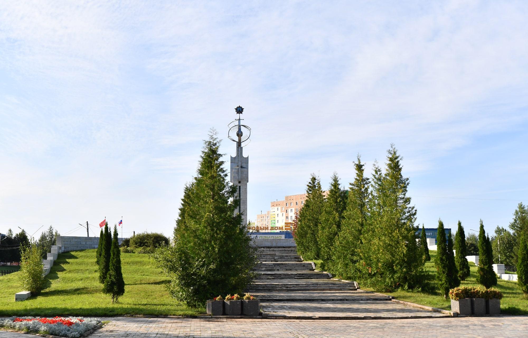 Губернатор Игорь Руденя возложил цветы к Обелиску Победы в Удомле