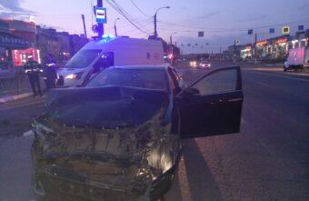 В Твери столкнулись две иномарки: есть пострадавшие