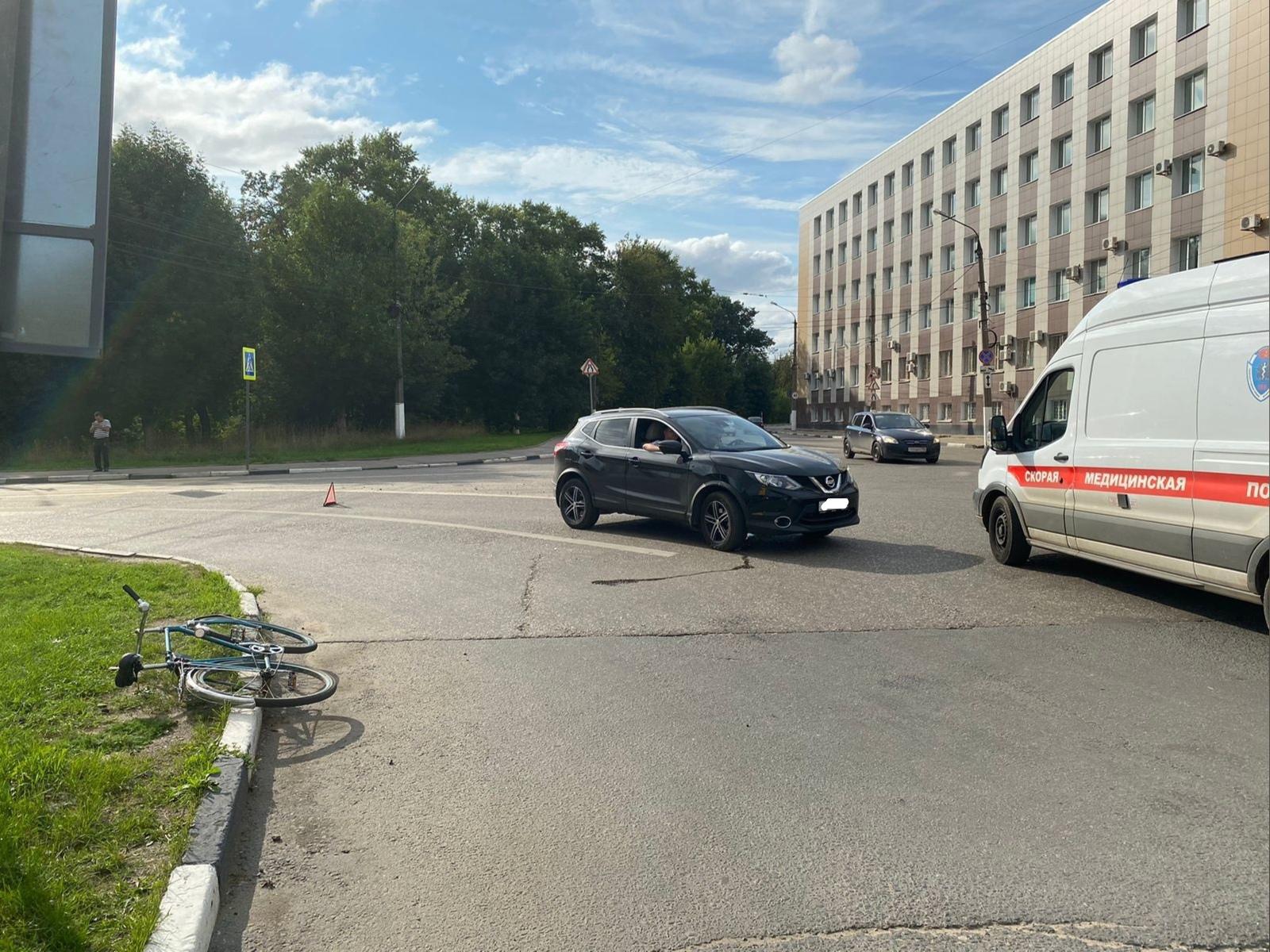 Женщина-водитель сбила велосипедиста в центре Твери