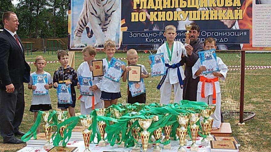 В Торопце прошел ежегодный Кубок по каратэ имени Николая Гладильщикова