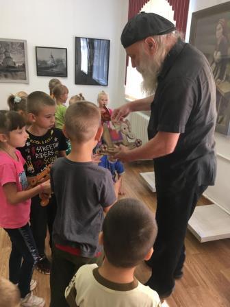 Под Вышним Волочком детей учат создавать авторские игрушки
