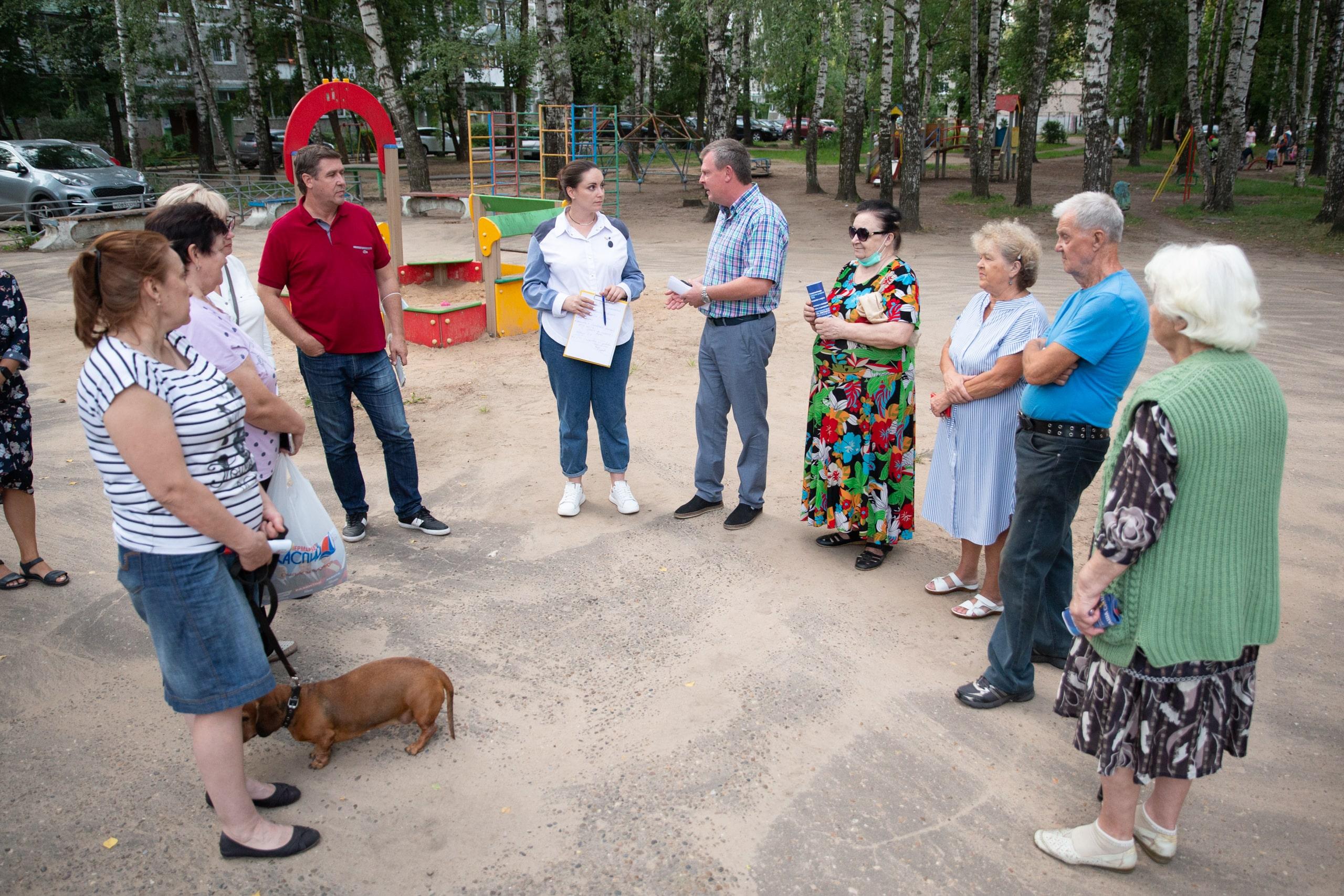 Проблемы нашего двора: Юлия Саранова встретилась с активистами ТОС