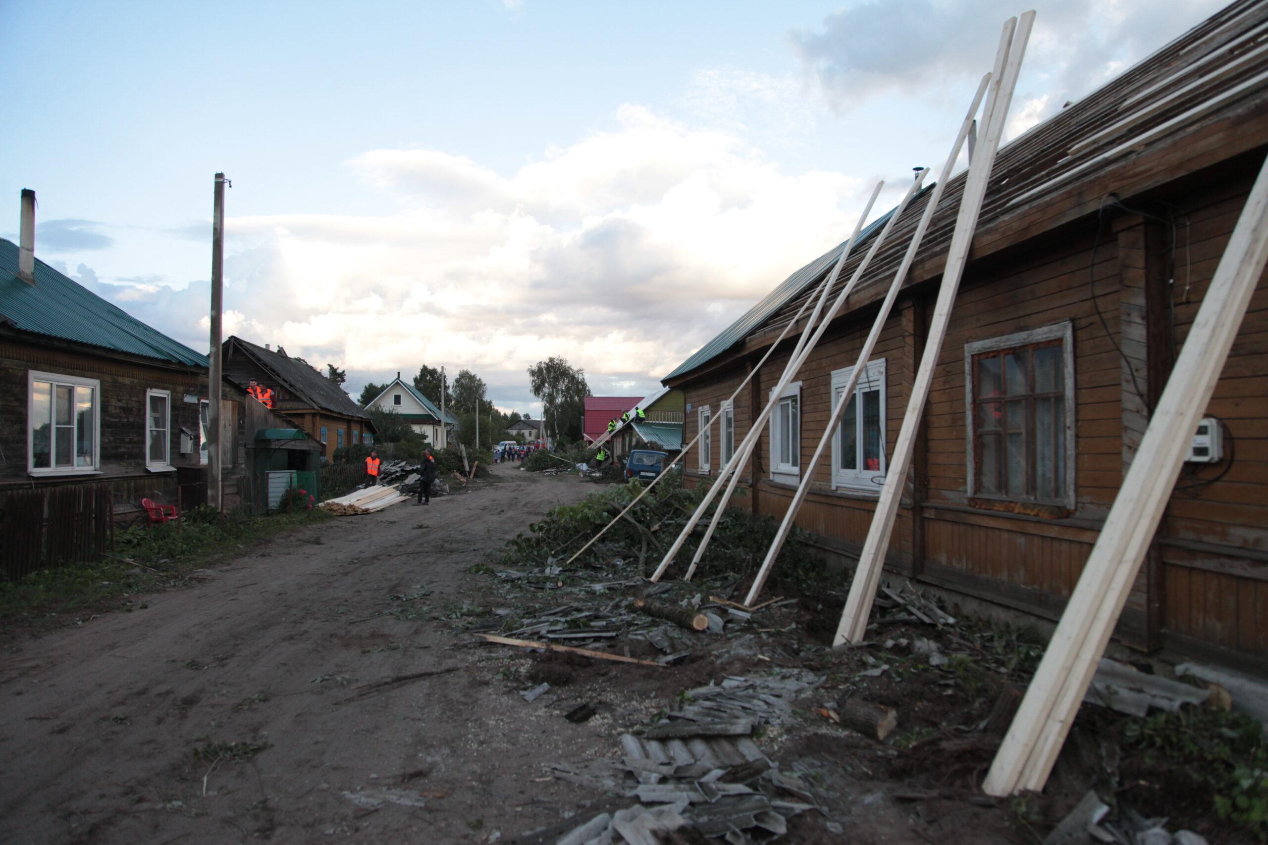 В Андреаполе Тверской области продолжаются восстановительные работы после урагана
