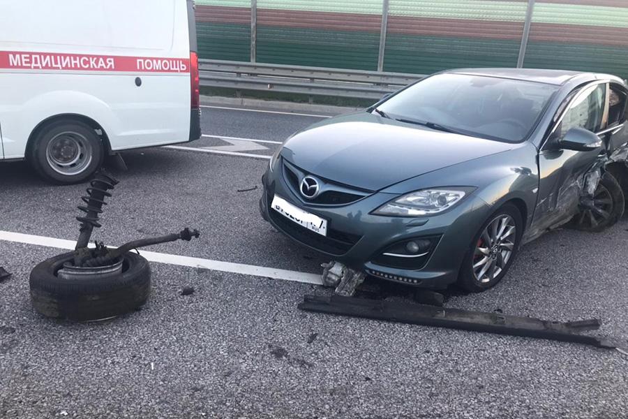 Водитель уснул на трассе в Тверской области, трое пострадали