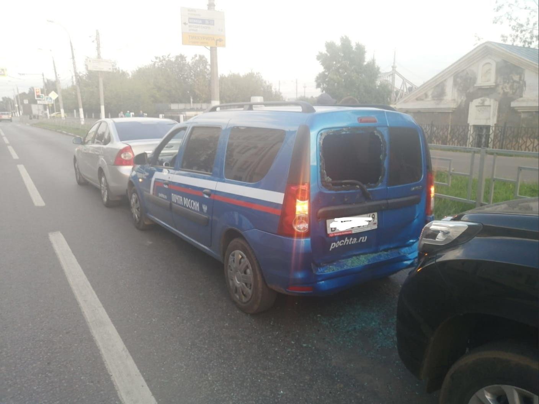 На набережной в Твери столкнулись сразу три автомобиля: есть пострадавший