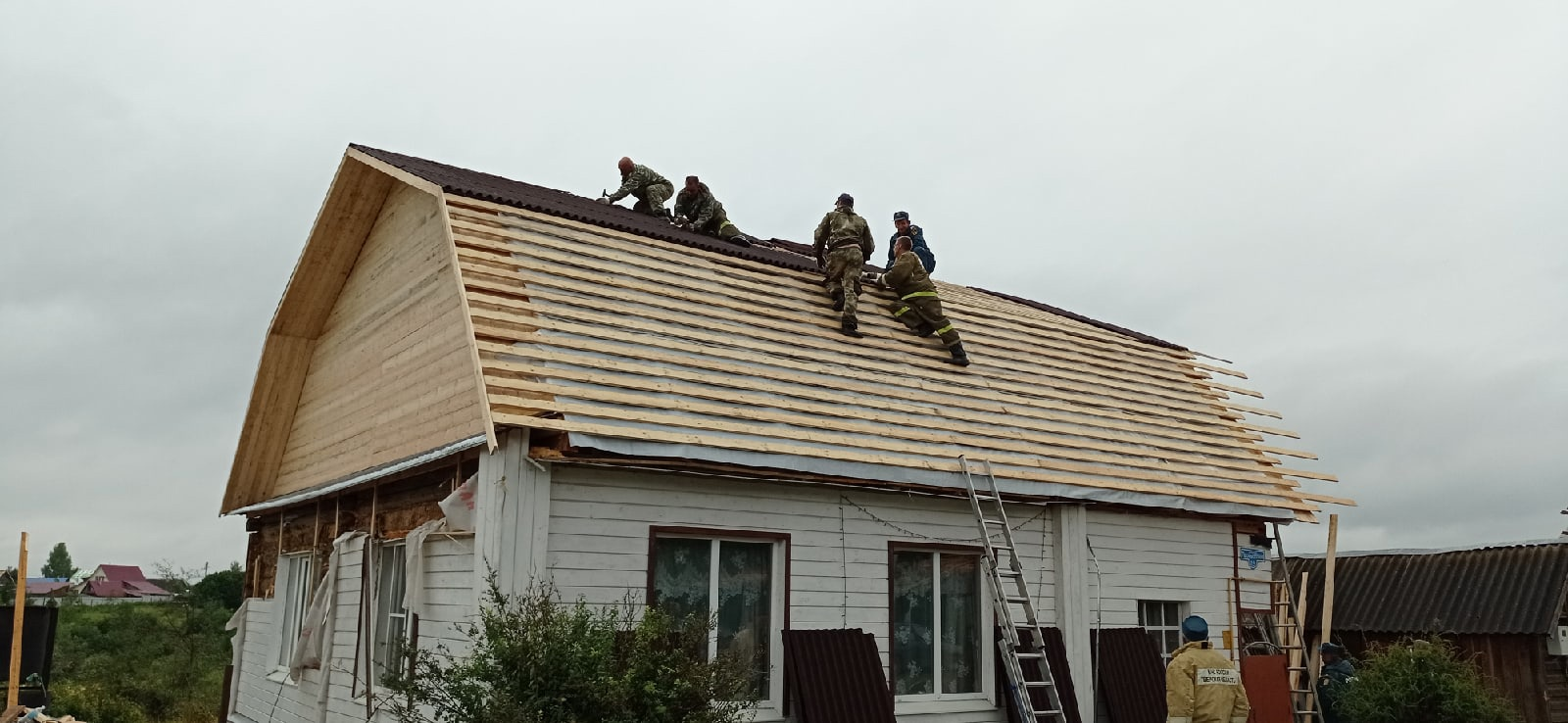 Жители Тверской области поблагодарили героев за помощь после смерча