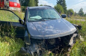 Две машины оказались в кюветах после столкновения под Тверью