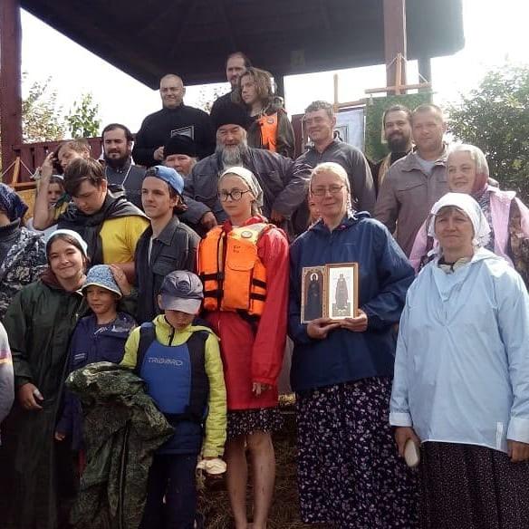 В Тверской области служили литургию на острове посреди Волги