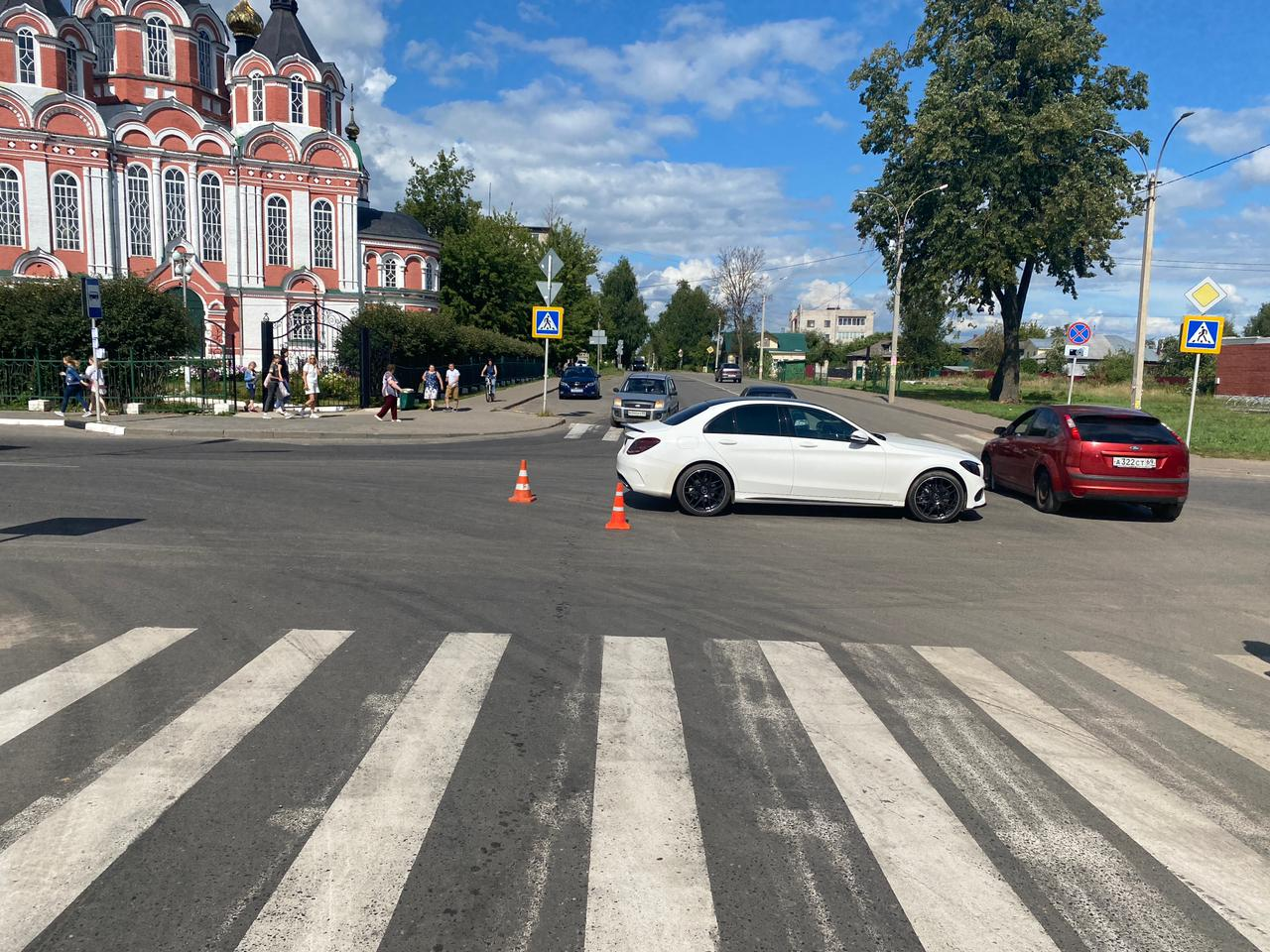 Пожилая женщина попала под колёса машины в Тверской области