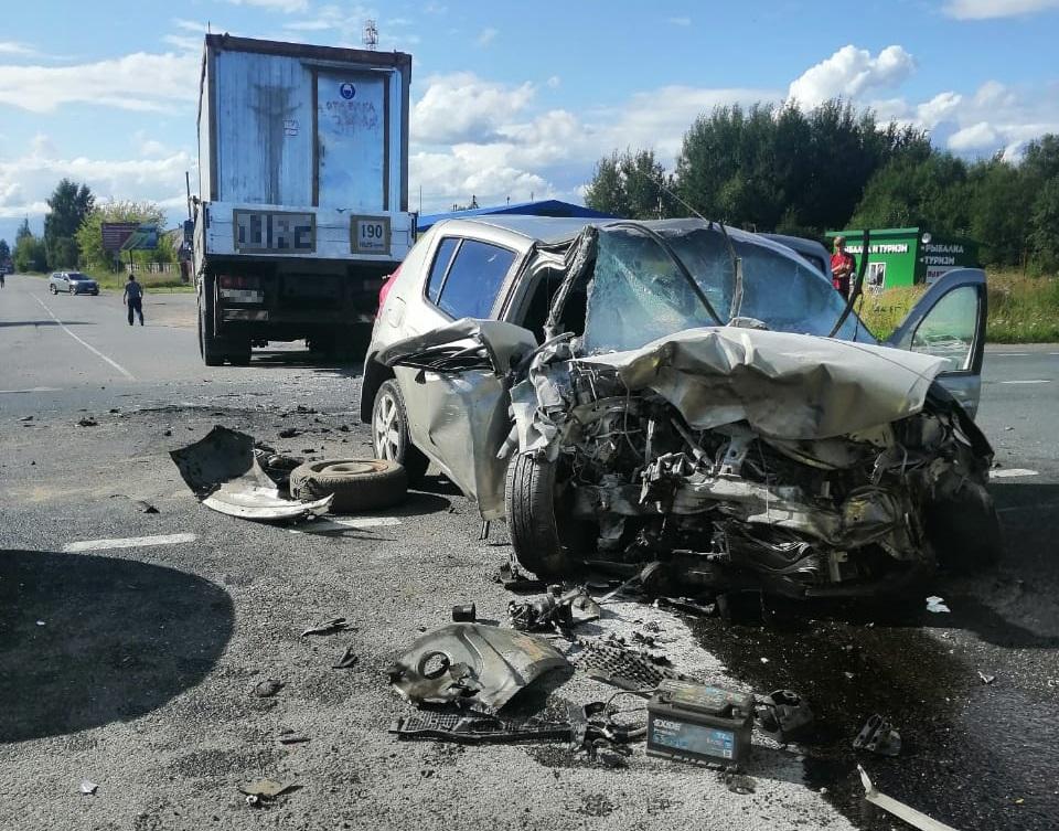 Девушка и женщина пострадали в столкновении двух иномарок в Тверской области