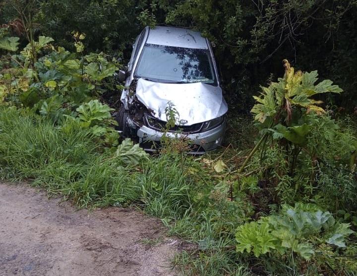 В Тверской области пострадала женщина-водитель вылетевшей в кювет иномарки
