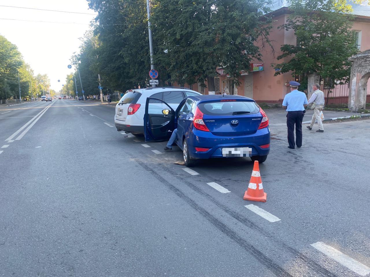 33-летняя женщина-водитель пострадала в аварии в Московском районе Твери