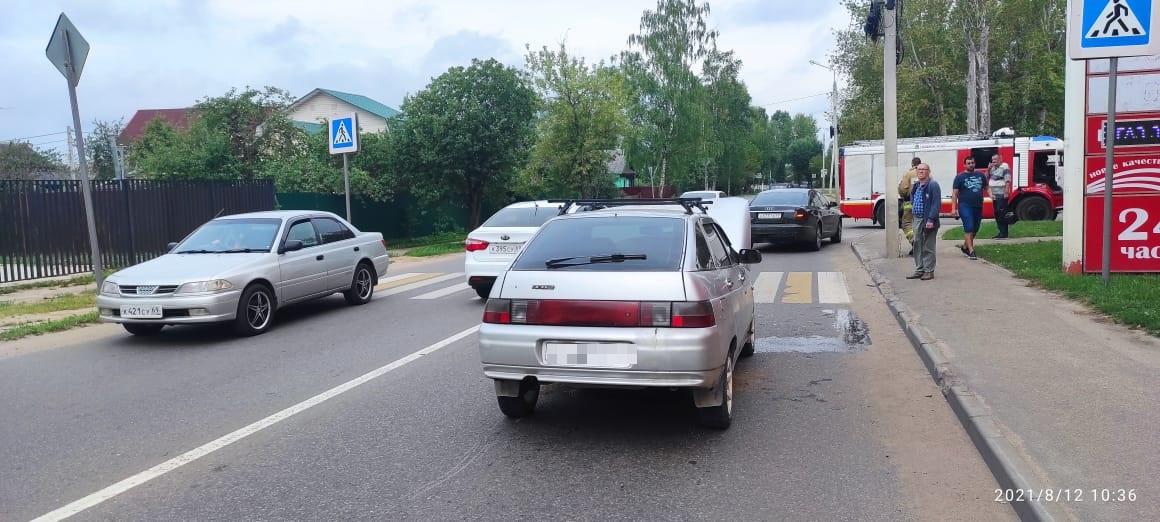"""""""Ауди"""" отбросило на женщину-пешехода после столкновения с ВАЗом в Твери"""