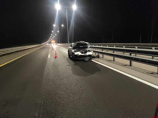 Автомобиль, где ехала семья, врезался в фуру в Тверской области