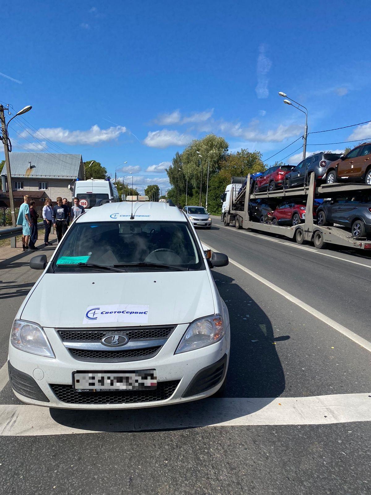 Два человека пострадали в тройном ДТП в Тверской области