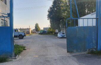Водитель мопеда не заметил трос на выезде с предприятия в Тверской области