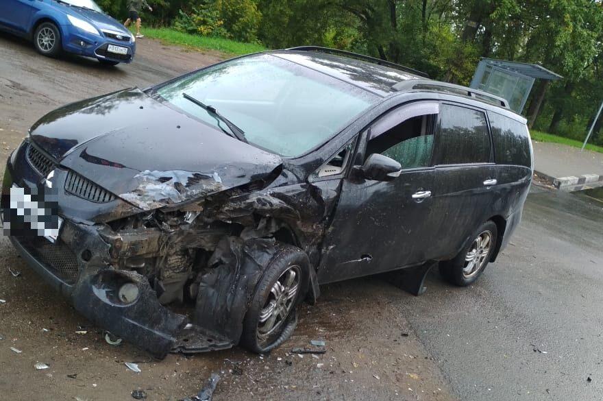 """Поспешивший водитель """"Газели"""" пострадал в столкновении с иномаркой в Твери"""