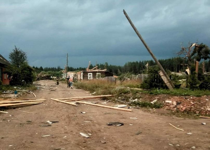 Оленинские экстренные службы помогали ликвидировать последствия урагана в Андреаполе